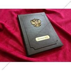Кожаная адресная папка с гербом.